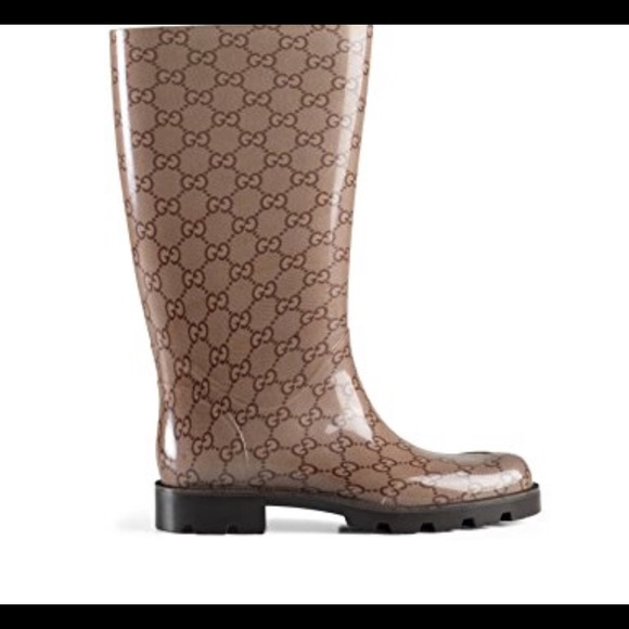a3c479ba4434 Gucci Shoes - Gucci Tan Edimburg GG Glossy Rubber Rain Boots